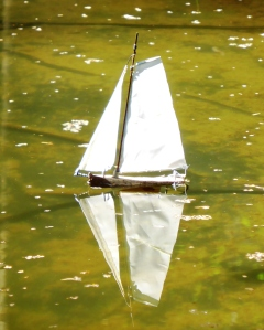 mini-sailboat,uitvergroot