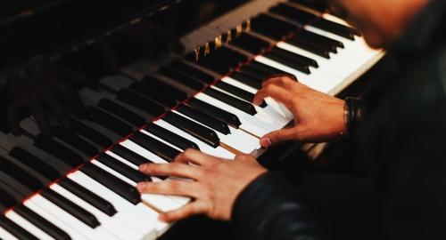 Opmaat / 'Prelude', pianist