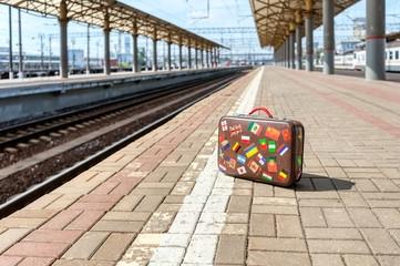 perron met koffer - ik ben mijn koffer kwijt